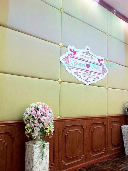 ป้านบนเวทีงานแต่งงาน