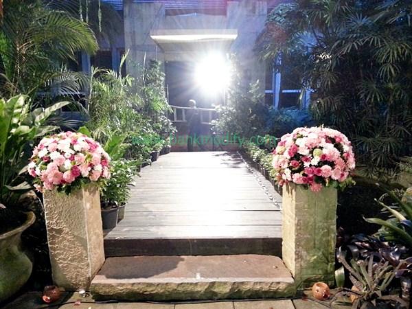สะพานที่ใช้ถ่ายรูปกับบ่าวสาว และเป็นจุดที่เจ้าสาวจะเดินขึ้นเวที