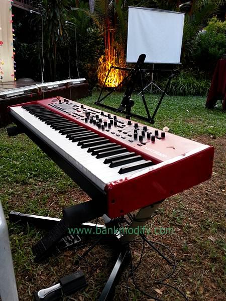 เปียโนไฟฟ้าที่ใช้ในงานนี้