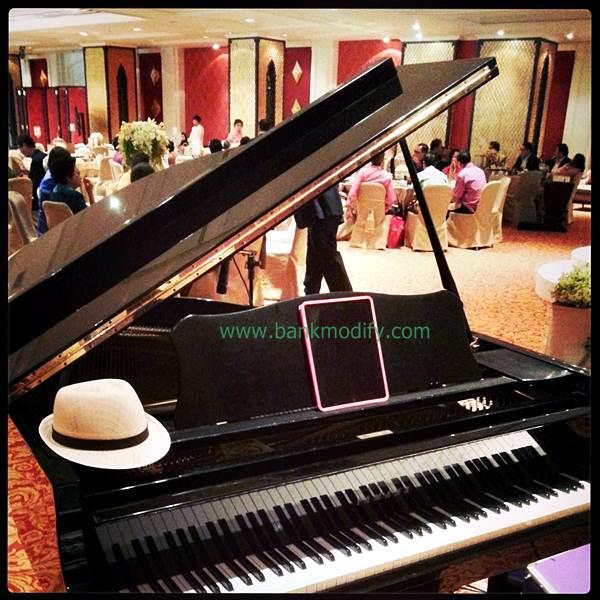 Grand Piano ในห้อง Ballroom