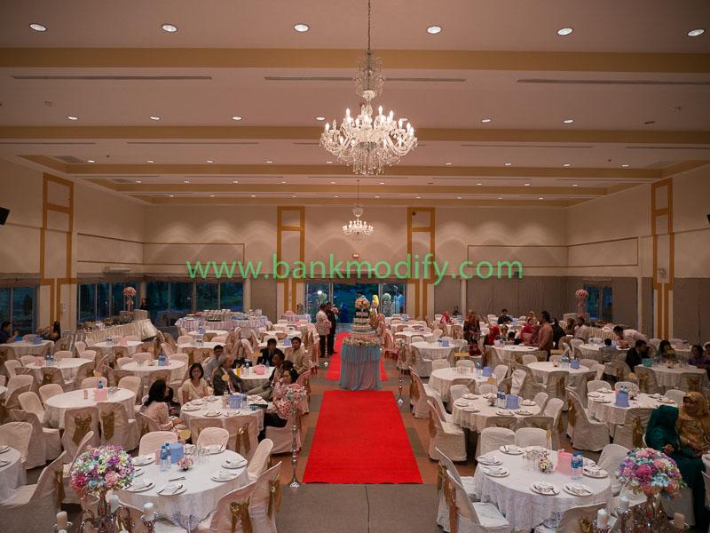 ภายในห้องจัดเลี้ยง งานแต่งงาน มุมมองจากบนเวที