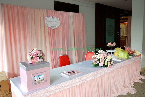 โต๊ะลงทะเบียนและรับของชำร่วย งานแต่งงาน