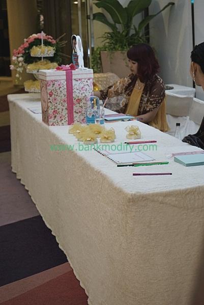 โต๊ะรับของชำร่วยและเซ็นสมุดประสาทพร งานแต่งงาน