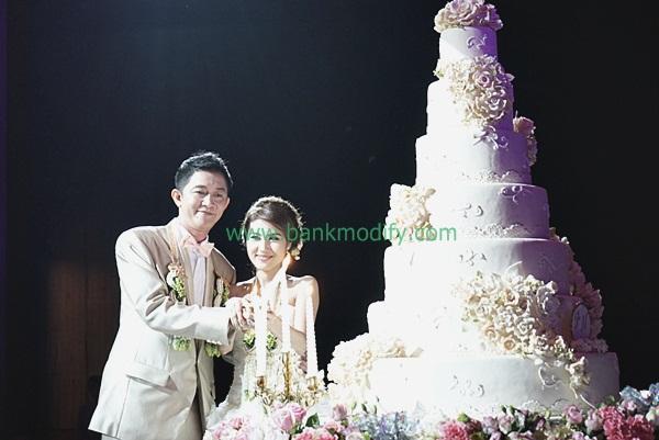 บ่าวสาวตัดเค้ก งานแต่งงาน