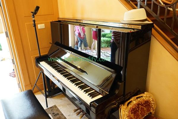 Upright Piano ภายในบ้าน