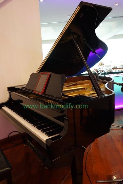 Grand Piano ในห้องอาหาร