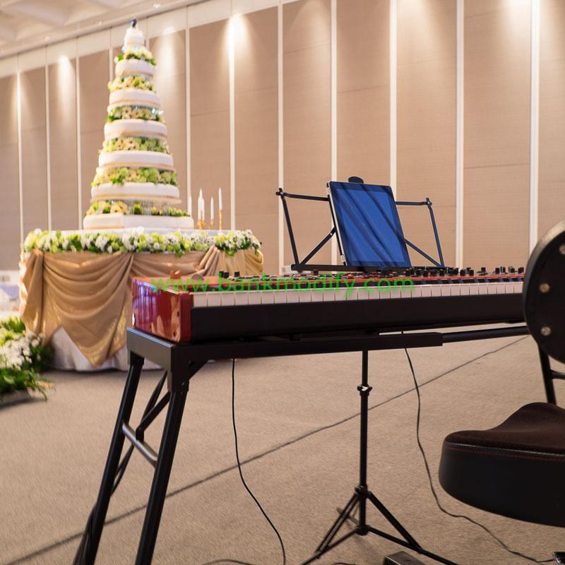 เปียโนไฟฟ้าบนเวทีงานแต่งงาน