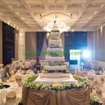 มุมมองภายในห้องจัดเลี้ยงงานแต่งงาน บนเวที