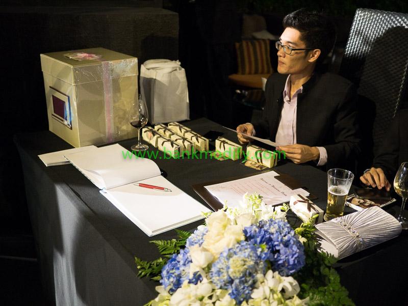 โต๊ะลงนามสมุดประสาทพรและรับชองชำร่วย งานแต่งงาน