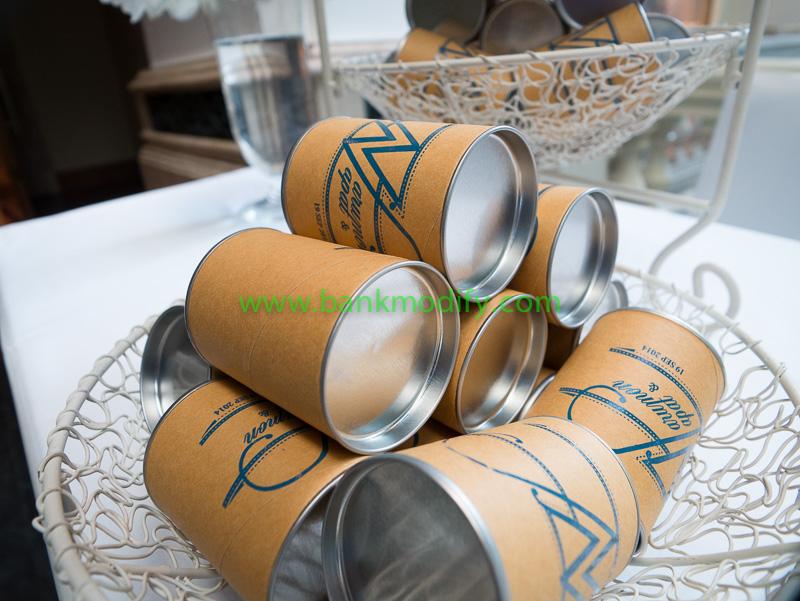 ของชำร่วย งานแต่งงาน เป็นถุงผ้าอยู่ในกระป๋องอีกที