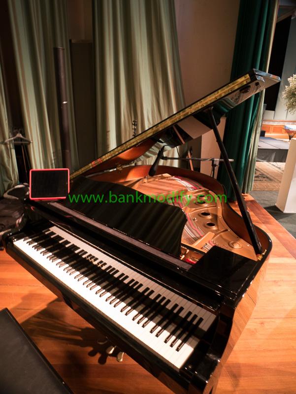 Grand Piano บนเวที วงดนตรีงานแต่งงาน
