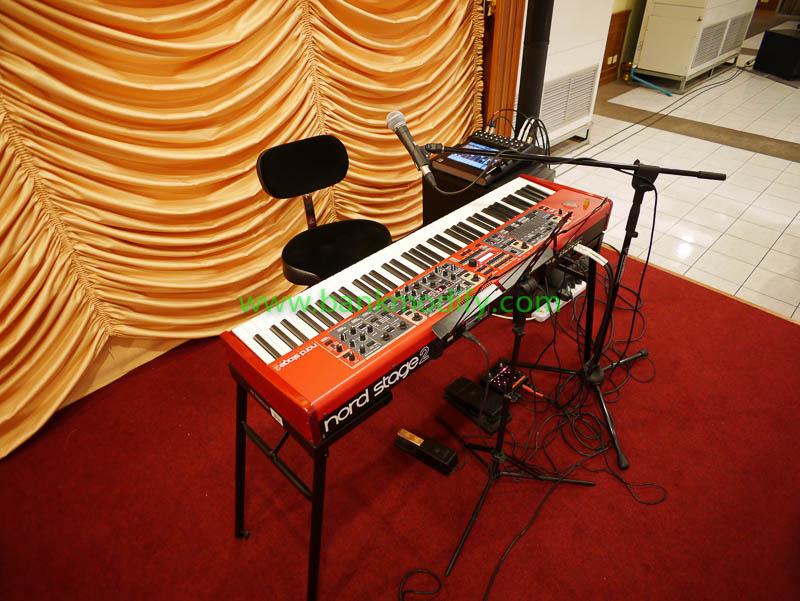เปียโนไฟฟ้าและเครื่องเสียงที่ใข้ในงานนี้