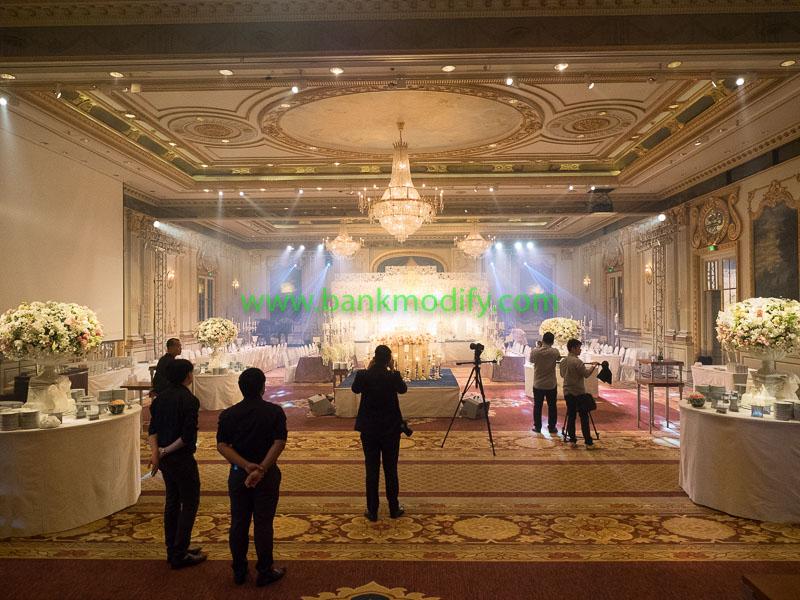 ภายในห้อง Royal Ballroom ที่ใช้จัดเลี้ยงงานแต่งงาน