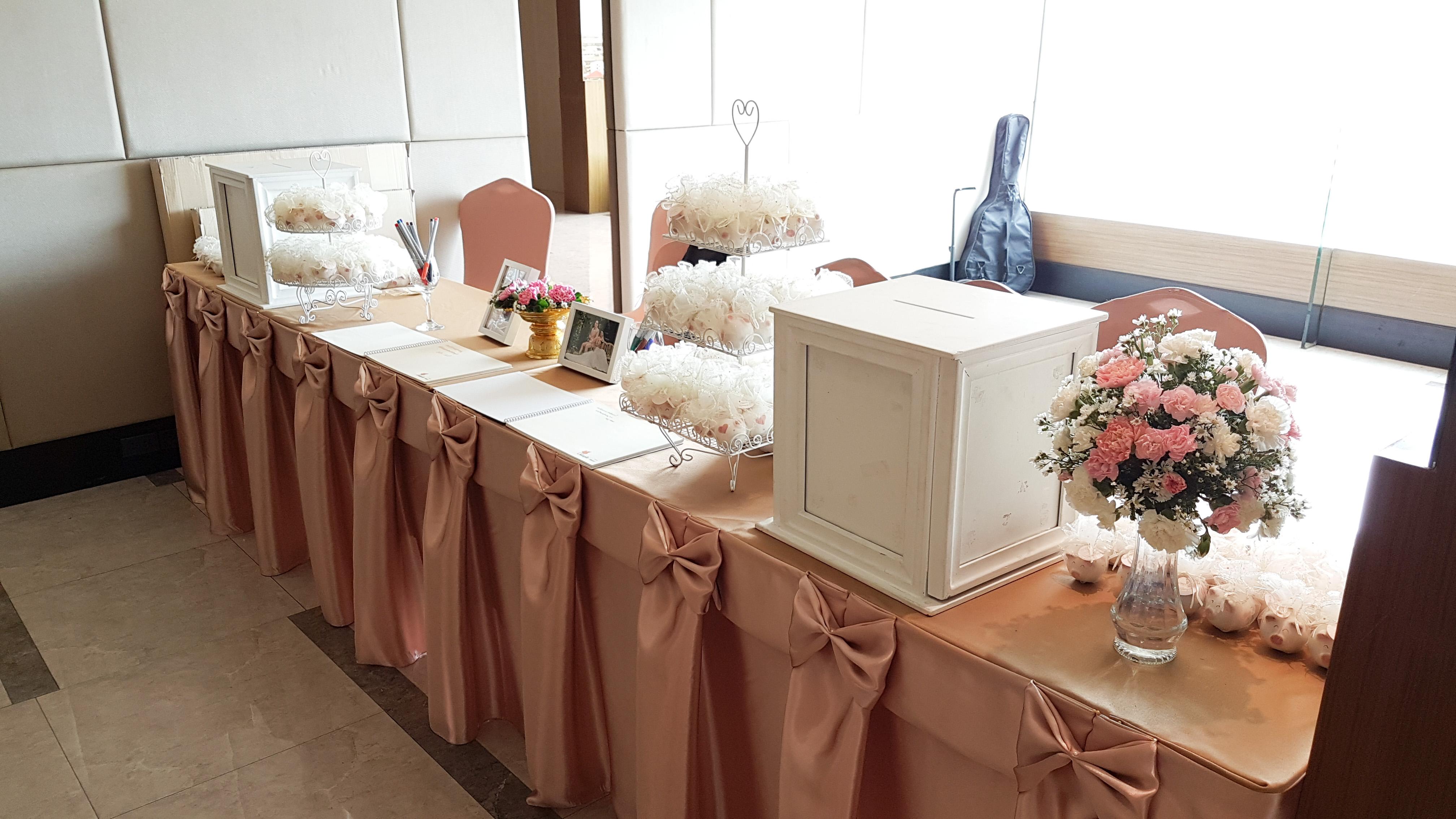 โต๊ะเซนสมุดประสาทพรและรับของชำร่วย งานแต่งงาน